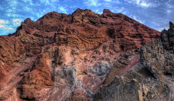 Looks like a gold bearing quartz magma beneath a layer of metamorphosed rock
