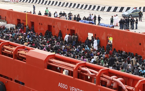 """UN refugee agency slams Italy's dumping of boat migrants & asylum seekers in urban parking lots as """"unacceptable"""". According to UN Refugee Agency, more than 43,000 desperate people arrived in Italy by sea in 2013 and 18,000 so far this year"""