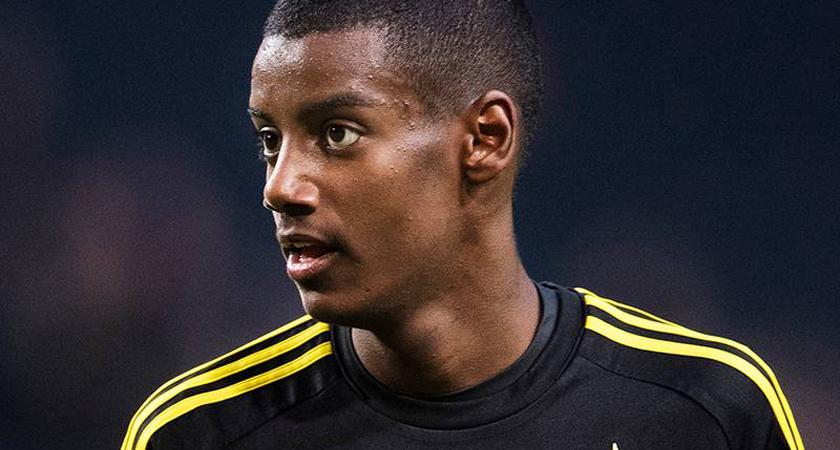 Thousands of AIK Fans Sing Happy Birthday to 17-yo Alexander Isak